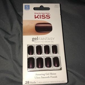 Kiss Other - Deep red short fake nails